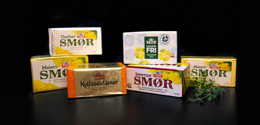 Viser flere ulike smørpakker pakket inn i fleksibel emballasje